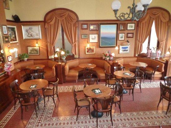 Caffe Poliziano: Salão
