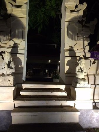 Grand Hyatt Bali: entrance to hotel