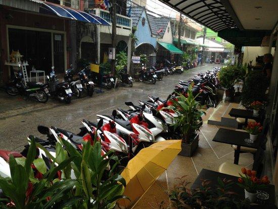 Patong Mansion Hotel : vista dalla hall