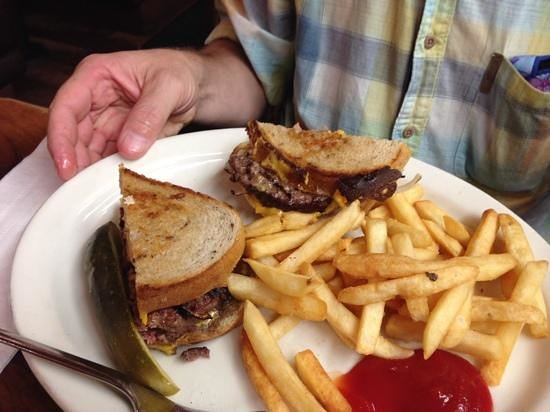 Pinecrest Diner : patty melt