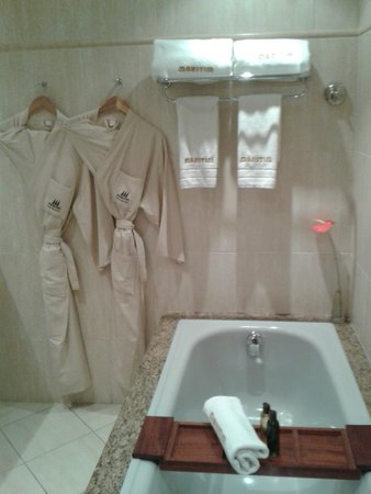 Maritim Resort & Spa Mauritius: Bathroom