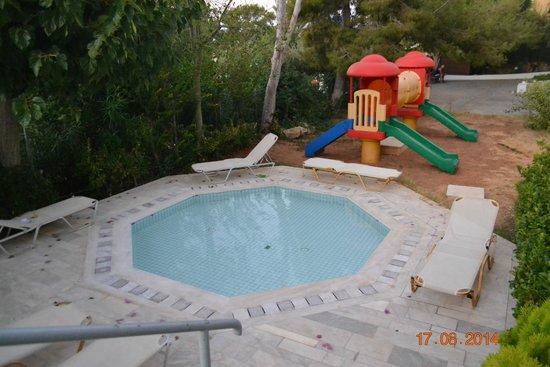 Anna Maria Village: детский бассейн и площадка