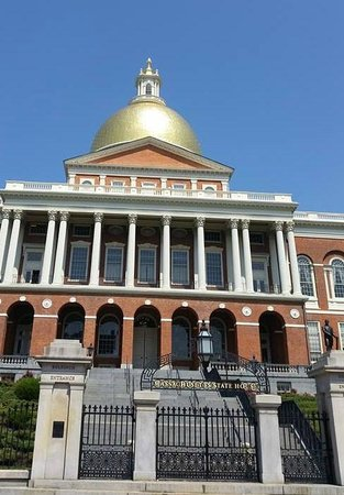Massachusetts State House : The dome shining in the sunlight