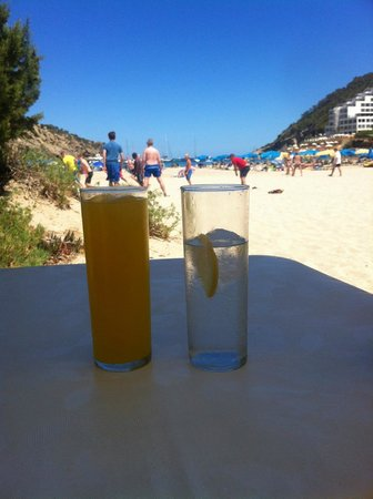 El Pinar Aparthotel: View of Cala Llonga beach from one of the beach bars