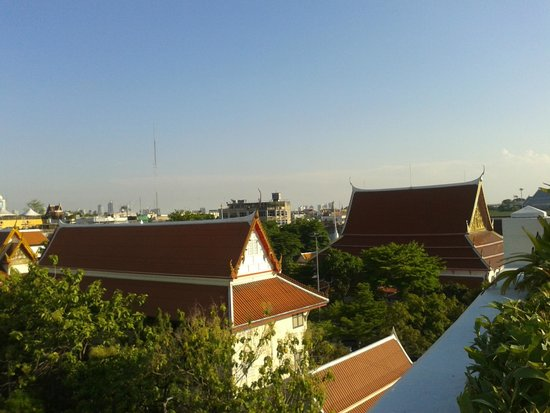 Rambuttri Village Inn & Plaza: view from swimming pool on the hotel roof