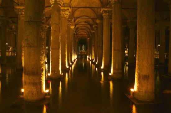 Adamar Hotel: 2 mins from hotel the Basilica Cistern (Bond was filmed here)