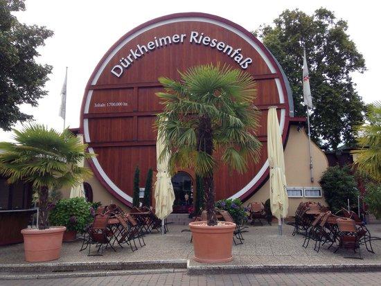 Dürkheimer Fass Herzstück der Weinstrasse: Dürkheimer Fass