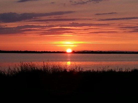 Les Palmiers : tramonto sulla palude visto dall'hotel