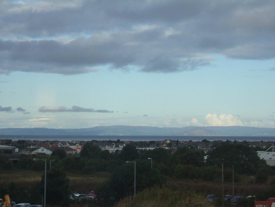 Premier Inn Ayr A77/Racecourse Hotel: Looking over to the isle of Arran morning