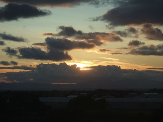 Premier Inn Ayr A77/Racecourse Hotel: Same view at sunset