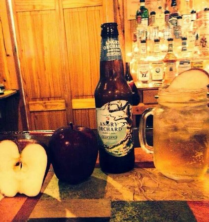 The Wayside Country Inn: Great beer and wine selection