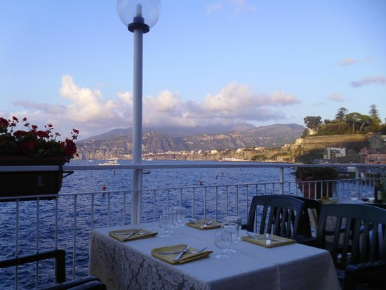 Hotel Admiral Sorrento: The hotel terrace ready for Sunday buffet