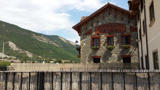 Hotel Casbas : Esta foto está hecha desde el parking