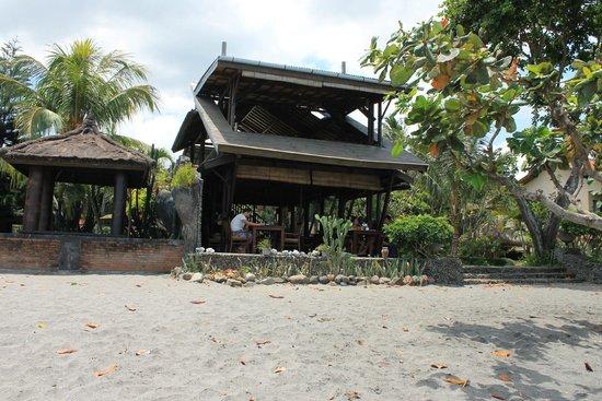 Sunset House Lombok: завтраки на пляже