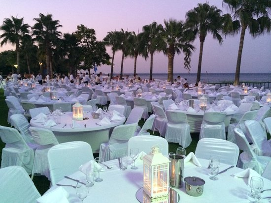 Club Med Palmiye : White night, a spectacular dinner setting for all Palmyie guests on the hotel lawns