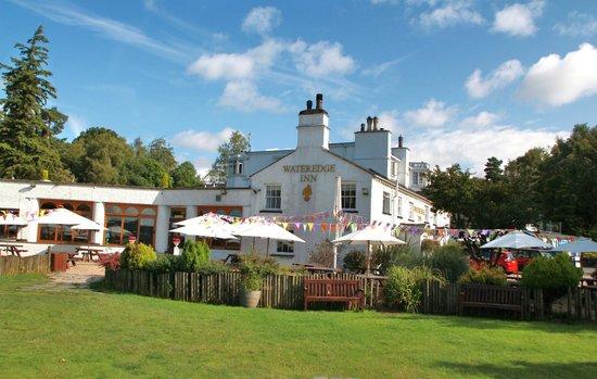 Wateredge Inn: Inn taken from garden