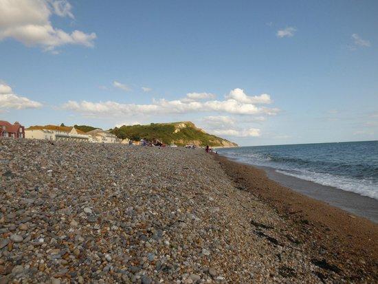 Mariners B&B: beach