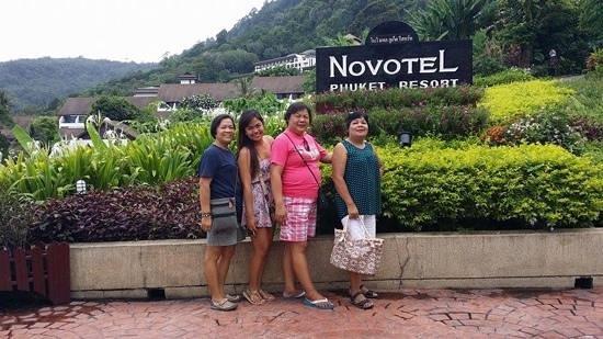 Novotel Phuket Resort : Infront of the lobby
