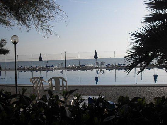 Villaggio Turistico Le Mimose: VEDUTA PISCINA