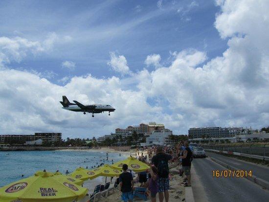 Plane Landind at Princess Juliana Int´l. Airport, Maho Beach, St. Maarten.