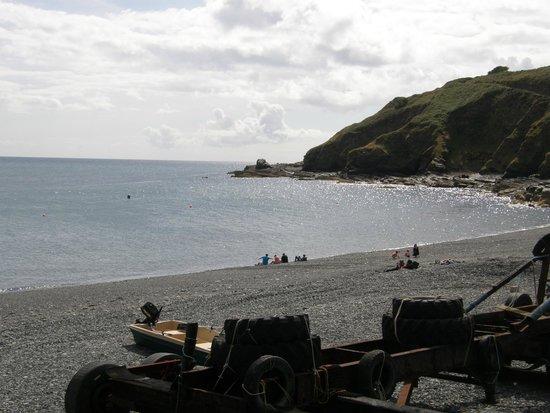 Porthkerris Divers: Porthkerris beach