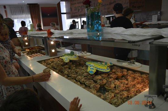 Caretta Beach Hotel: Na stołówce