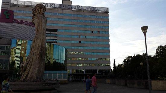NH Pamplona Iruña Park: Vista frontal del Hotel