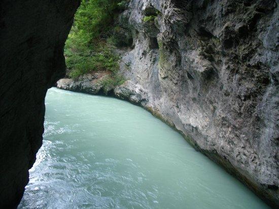 Aareschlucht: Gran caudal de agua del Aare
