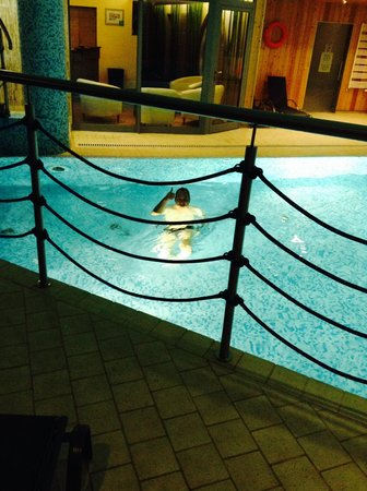Hotel Galaxy: Enjoying the excellent pool