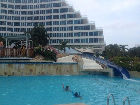 Hilton Cartagena: Piscina con tobogan