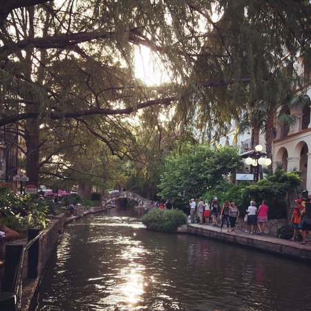 Hotel Valencia Riverwalk: The River Walk