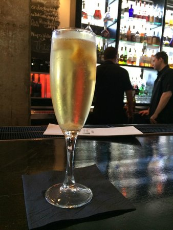 Hotel Valencia Riverwalk: Champagne Cocktail