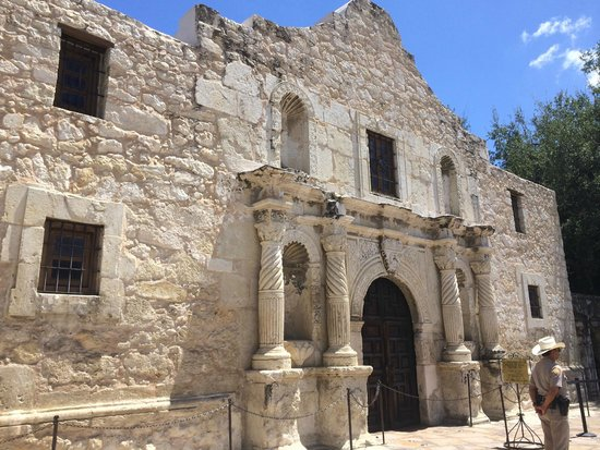 Hotel Valencia Riverwalk: Remember the Alamo (10 min walk from Valencia)