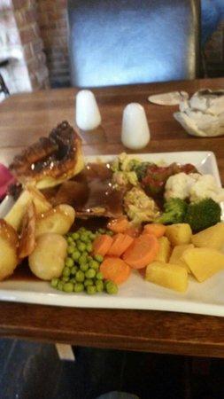 Watersmeet Hotel & Angling Centre: Sunday roast £9.95