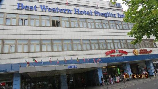 Hotel Steglitz International: front door