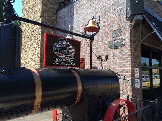 Swamp Rabbit Brewery & Tap Room: Neat antiques.