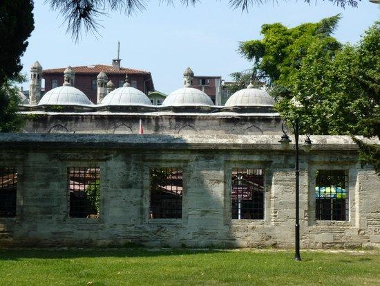 Mezquita de Suleiman o Mezquita de Süleymaniye: El jardin