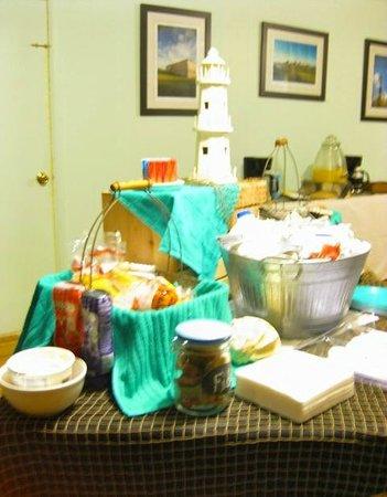 Core Creek Lodge: Continental  Breakfast Wed - Sat 7 -9 am