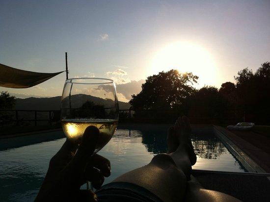 Agriturismo Poggio al Toro: Relax al tramonto in piscina