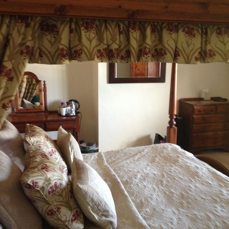 Blacksmiths Arms Inn: The bedroom