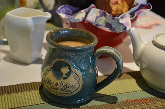 Bee & Thistle Guest House: Breakfast tea