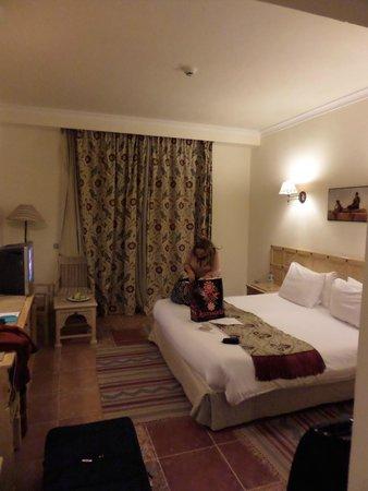SENTIDO Mamlouk Palace Resort : Huge bed and spacious room