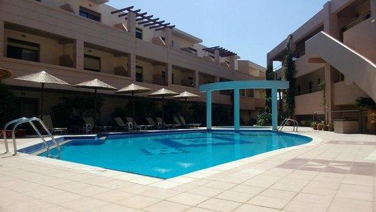 Delfina Art: pool