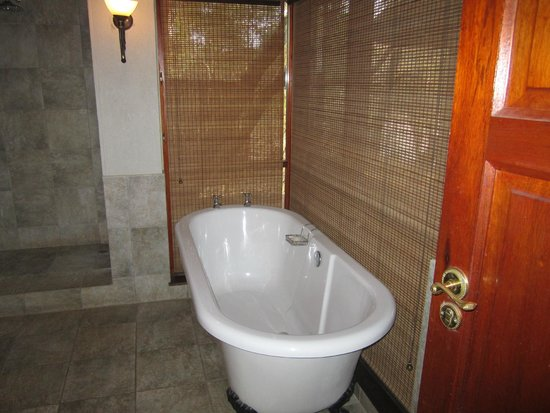 Imbali Safari Lodge : Great tub!