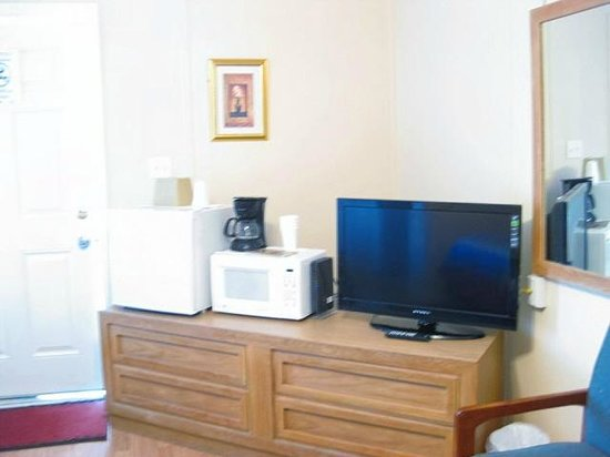 Core Creek Lodge: Plus room includes flat screen, mini frig, microwave & coffee maker