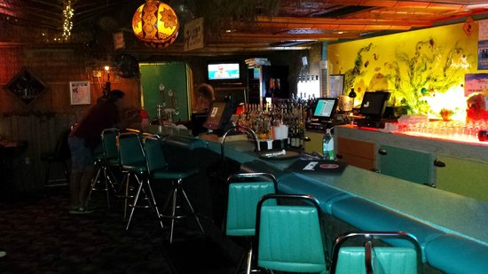 Sip 'n Dip Lounge: Slide into one of those chairs...it will be good