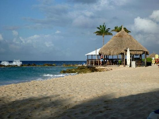 Curacao Marriott Beach Resort & Emerald Casino: Board room beach bar