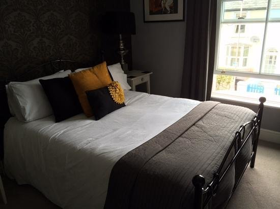 Chichester Apartments: Room 2 (on day 2 after turn down)