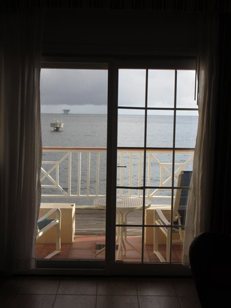 Fort Young Hotel: Sea view from my room