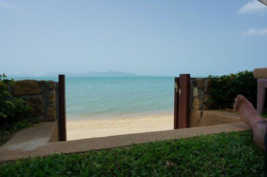 Miskawaan Luxury Beachfront Villas : The gate off the pool onto Mae Nam Beach
